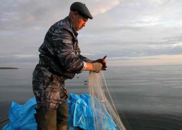 В бухте Листвянская на Байкале затонул маломерный катер, в последнюю минуту рыбакам удалось спастись. Фото: Eleonore DERMY/AFP/Getty Images