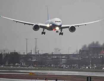 Из-за разгерметизации салона Boeing 737 вынужденно сел в Красноярске. Фото: ERIC PIERMONT/AFP/Getty Images