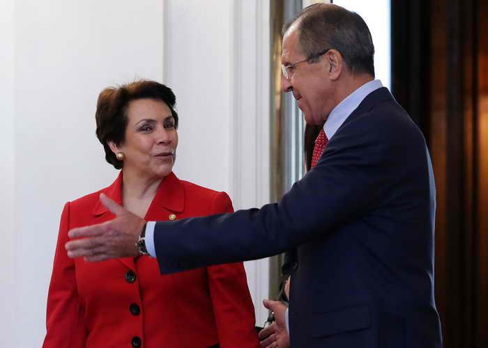 Министры иностранных дел России и Гондураса высказались за отмену виз между странами. Фото: YURI KADOBNOV/AFP/Getty Images