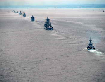 Военные корабли в океане. Фото: ALEXEI NIKOLSKY/AFP/Getty Images