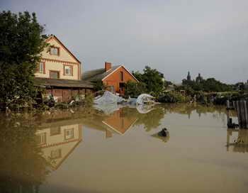 Около двух тысяч человек эвакуировано в Приамурье из-за наводнения. Фото: MIKHAIL MORDASOV/AFP/GettyImages