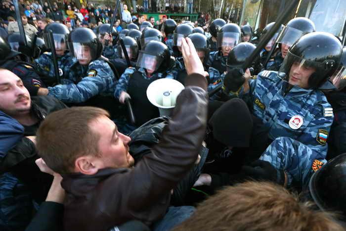 Массовая акция протеста, связанная с убийством Егора Щербакова, прошла  в столичном районе Бирюлёво. Найти убийцу Егора Щербакова пока не удалось. Его запечатлели камеры наружного наблюдения, составлен фоторобот. Фото: /AFP/Getty Images