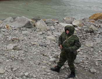 Продолжаются попытки найти оставшихся пятерых пограничников ФСБ РФ. Фото: ALEXANDER NEMENOV/AFP/Getty Images