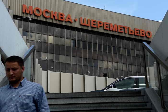 В аэропорту Шереметьево из-за ошибки в паспорте и визе французского туриста не пропустила таможенная служба. Причиной послужила ошибка в паспорте и визе, где вместо мужского пола указан женский. Фото: KIRILL KUDRYAVTSEV/AFP/Getty Images