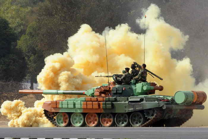 Танк Т-72 является самым массовым танком современности, поэтому его занесли в книгу рекордов Гиннесcа. Фото: RAVEENDRAN/AFP/Getty Images