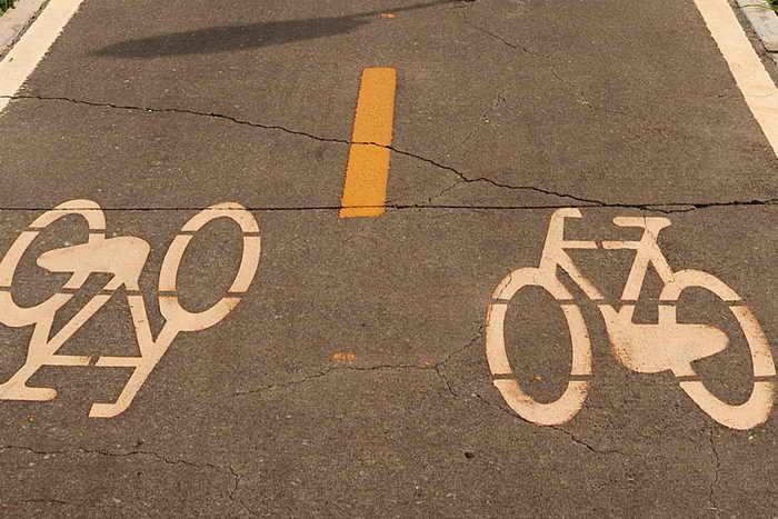 Новосибирская ассоциация велосипедистов получила отказ профильной комиссии мэрии по благоустройству о проектировании велодорожки на третьем мосту, который строят через Обь. Фото: EVARISTO SA/AFP/Getty Images