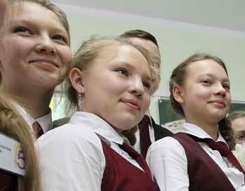 В Бурятии в Улан-Удэ 2 сентября открылось специальное образовательное учреждение для девочек. Фото: YEKATERINA SHTUKINA/AFP/Getty Images
