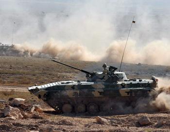 Российский танк. Фото: KAREN MINASYAN/AFP/GettyImages