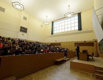 Московский Государственный университет (МГУ). Фото: NATALIA KOLESNIKOVA/AFP/Getty Images