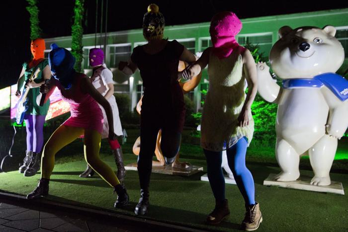 Группа Pussy Riot записывает новый клип в Сочи 18 февраля 2014 года. Фото: EVGENY FELDMAN/AFP/Getty Images