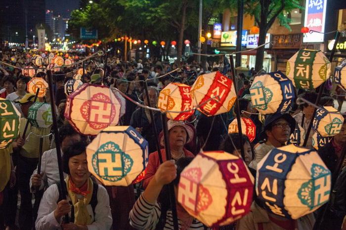 Фестиваль лотосовых фонарей в Южной Корее.  Фото: Jarrod Hall/Великая Эпоха (The Epoch Times)