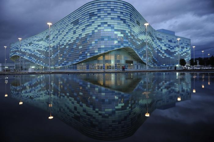 Олимпийский дворец в виде айсберга для фигурного катания — контролируемая зона. MIKHAIL MORDASOV/AFP/Getty Images