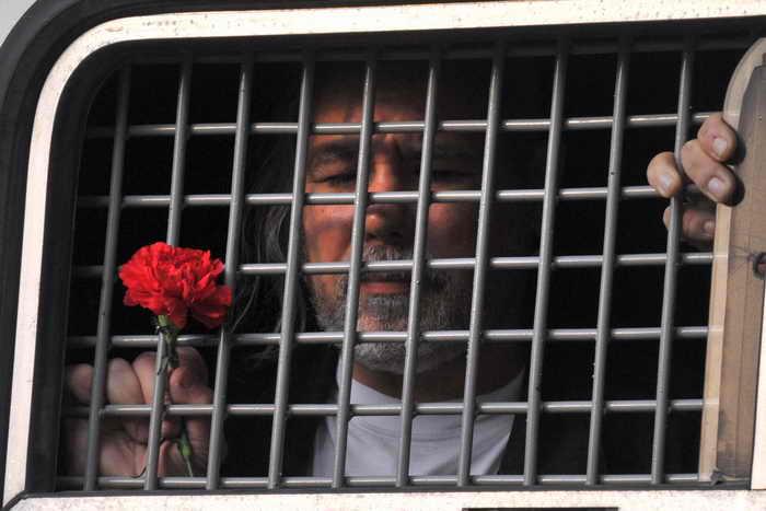 Более 200 активистов было задержано возле здания Замоскворецкого суда Москвы при проведении несанкционированной акции  в поддержку фигурантов «болотного дела», Москва, 24 февраля, 2014 год. Фото: ANDREY SMIRNOV/AFP/Getty Images