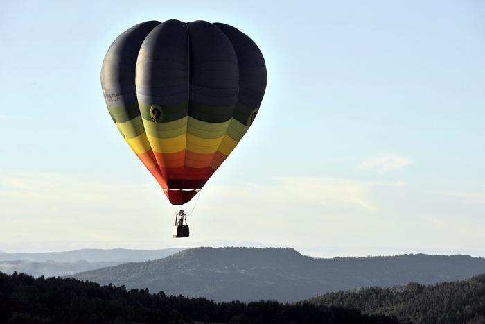 Китаец вторгся в Японию на воздушном шаре. THIERRY ZOCCOLAN/AFP/Getty Images