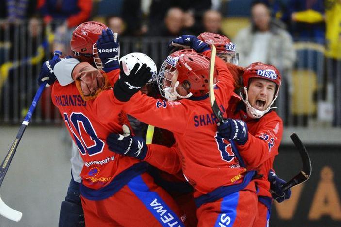Российская команда снова стала чемпионом мира по хоккею с мячом. Фото: ANDERS WIKLUND / SCANPIX/AFP/Getty Images