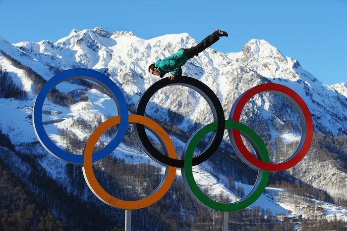 Олимпийские кольца в деревне спортсменов в Сочи. Фото: Al Bello/Getty Images