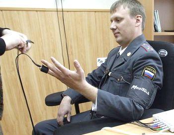 Достоверность заключения полиграфолога, по словам специалистов, составляет в среднем 95 - 97 процентов, но, тем не менее, прохождение проверки на полиграфе не может быть основанием для привлечения к уголовной ответственности. Фото с сайта svobodanews.ru