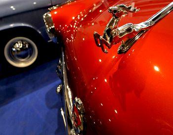 Всего было выпущено 100 экземпляров таких машин, 15 из которых были проданы в Великобритании, где раритет получил имя Volga M-21. Фото:Sergey SUPINSKY / AFP / Getty Images
