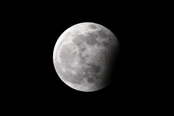 Луна — самое холодное место в Солнечной системе. Фото: JACK GUEZAFP/Getty Images