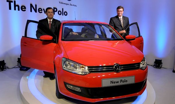 Volkswagen Polo - второе место в рейтинге самых продаваемых авто  в октябре 2010 года по данным JATO Dynamics. Фото: INDRANIL MUKHERJEE/AFP/Getty Images