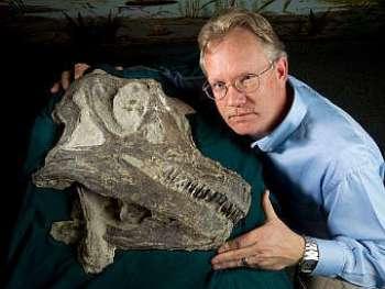 Один из авторов исследования с черепом Abydosaurus mcintoshi. Фото с byu.edu