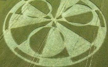 Фото: Скриншот с Youtube. Спиралевидное формирование у Windmill Hill, 13 июля (The Epoch Times)