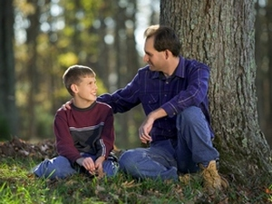 Беседы родителей с детьми очень важны  в воспитании ребенка. Фото: Photos.com
