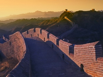 Ученые недавно обнаружили, что при сооружении Великой  китайской стены был использован  специальный компонент в чрезвычайно прочном скрепляющем растворе - клейкий рис. (Фото Liu Jin / Getty Images)