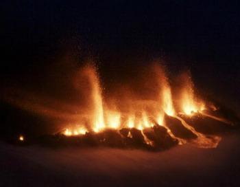 Вулканическое извержение в южной Исландии, 21 марта 2010. Фото: RAGNAR AXELSSON/AFP/Getty Images