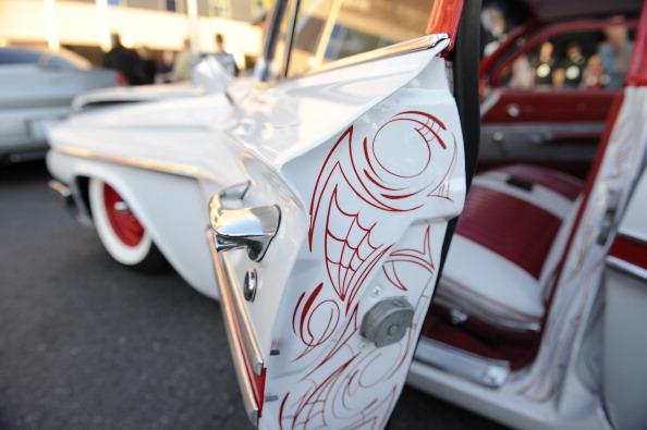 «Мазда», «Тойота», «Линкольн»,  «Шевролет»  и «Форд Паклайн» на автомобильной выставке SEMA в Лас-Вегасе. Фоторепортаж. Фото: ROBYN BECK/AFP/Getty Images