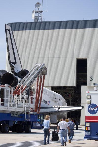 Шатл «Дискавери» (shuttle Discovery) готовится к последнему запуску. Фоторепортаж. Фото: Matt Stroshane /Joe Raedle/Getty Images