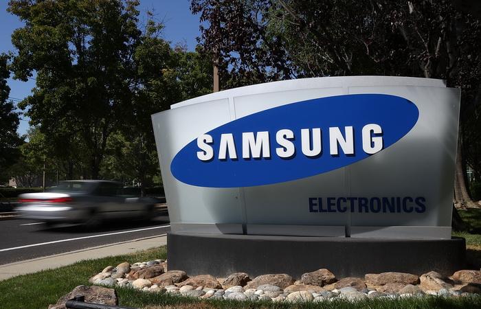 На долю Samsung и Apple приходится половина всех проданных смартфонов. Фото: Justin Sullivan/Getty Images
