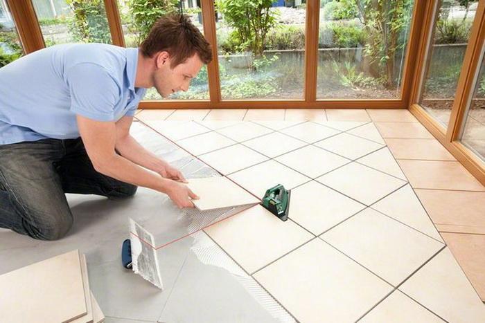 Лучший инструмент при отделке квартиры - лазерный нивелир. Фото: nivelir.biz