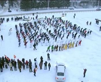 В Кемерово студенты устроили флэшмоб, посвящённый йети. Фото:   ngs42.ru
