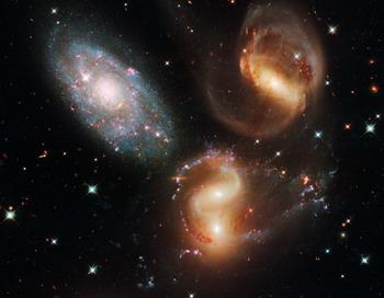Сейчас Google Sky позволяет пользователям просматривать карту Вселенной благодаря камере Slooh.Фото с сайта theepochtimes.com