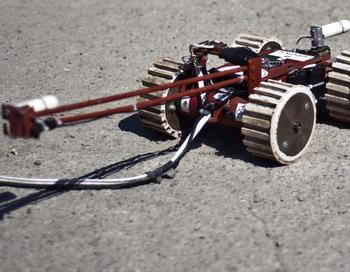 Робот под названием «Тлалок 1» был спущен в тоннель в Теотиуакане  - месте  археологических раскопок вблизи Мехико 10 ноября. «Тлалок 1»  поможет в изучении тоннеля, обнаруженного в этом году под развалинами храма Пернатого змея (Кецалькоатля) в месте раскопок.   Фото: Ronaldo Schemidt/Getty Images