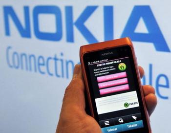 N8 - новый смартфон от Nokia, посредством которого компания ведёт борьбу за долю рынка с Apple Inc и Research In Motion (RIM) Ltd. 21 октября, Хельсинки, Финляндия. Фото: Markku ULANDAER/AFP/Getty Images