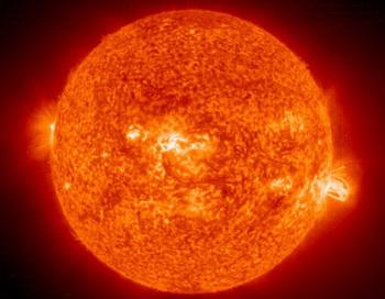 Снимок НАСА солнечной вспышки, возникшей в районе гигантского солнечного пятна 649. НАСА предсказывает, что в ближайшие несколько лет уровень солнечной активности во время вспышек на солнце и солнечных бурь сильно возрастет. Фото с сайта theepochtimes.com