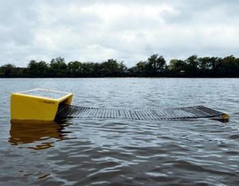 Робот Seaswarm может автономно перемещаться по поверхности воды, представляя собой новую систему удаления нефти и очищения поверхности океана. Фото с сайта theepochtimes.com