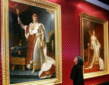 Женщина из Японии восхищается большой картиной Наполеона, художницы Франсуаы Жерар (Francois Gerard). Катрина была привезена из Версаля в  Токийский музей Эдо 5 апреля в 2006 году. Фото: Yoshikazu Tsuno/AFP/Getty Images