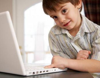 К счастью, есть много доступных инструментов, помогающих защитить наших детей от плохих вещей в Интернете. Фото с сайта Photos.com
