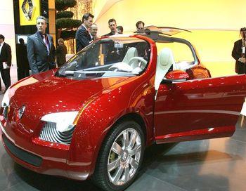 Renault Zoe - одна из создаваемых серийных версий электрокара. Фото: PHILIPPE DESMAZES/AFP/Getty Images