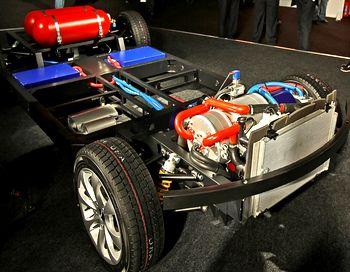 Силовая установка этих авто, это тороидальный роторно-лопастной двигатель внутреннего сгорания, работающий на 92-м бензине или метане, совмещенный с генератором. Фото с сайта auto.mail.ru