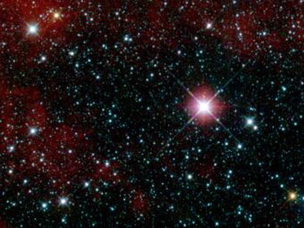 Космические подарки к Новому году от телескопа WISE. Первый снимок, сданный инфракрасным телескопом WISE. Это пробный снимок. Ученые специально выбрали область неба с неяркими объектами. На фото - участок в созвездии Киля. Фото: NASA/JPL