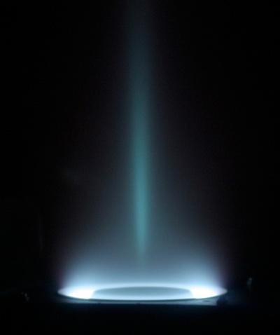 Выставка «Искусство науки». Фоторепортаж. Ускоритель ксеноновой плазмы. Фото: Jerry Ross
