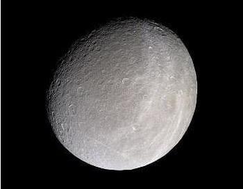 На спутнике Сатурна Рее обнаружена кислородная атмосфера. Фото с сайта: nauka21vek.ru