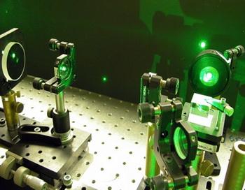 Австралийский оптический пинцет, перемещающий частицы. Фото с сайта computerra.ru