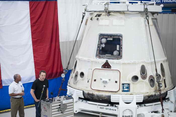 Космическая грузовая капсула Dragon успешно вернулась на Землю. Фото: Bill Ingalls/Getty Images