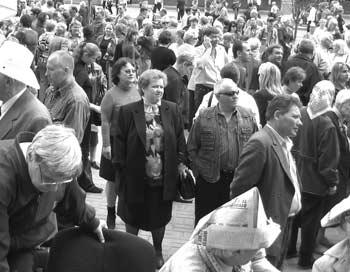 Эксперты ООН подсчитали, что в 2012 году людей   на земле будет уже 7 миллиардов. Фото:  Ирина Рудская/Великая Эпоха
