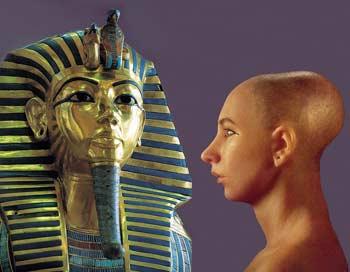 Красивая и величественная посмертная золотая маска царя – это дань традиции древнеегипетских   правителей, которые желали увековечить память о себе, идеализируя свой образ. Фотоколлаж: Ирина Рудская/Великая Эпоха